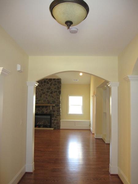 mangum-design-build-concrete-masonry-home-lr-10