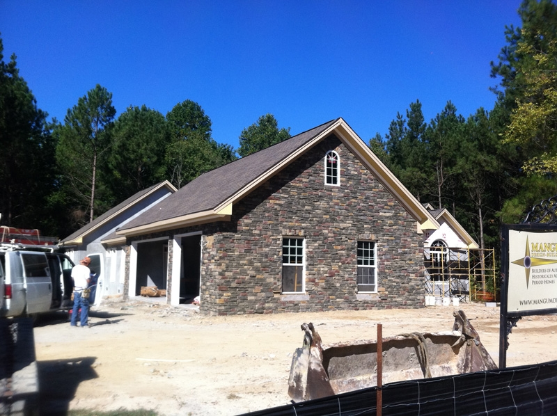 mangum-design-build-concrete-masonry-home-lr-2